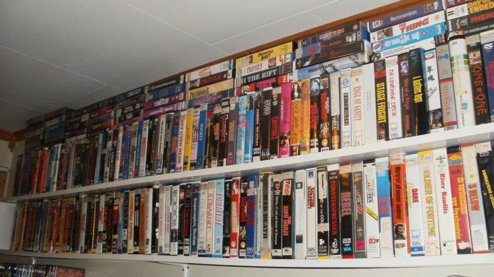 Det skal samles VHS helt oppunder taket! Foto: Tommy Myrbostad.