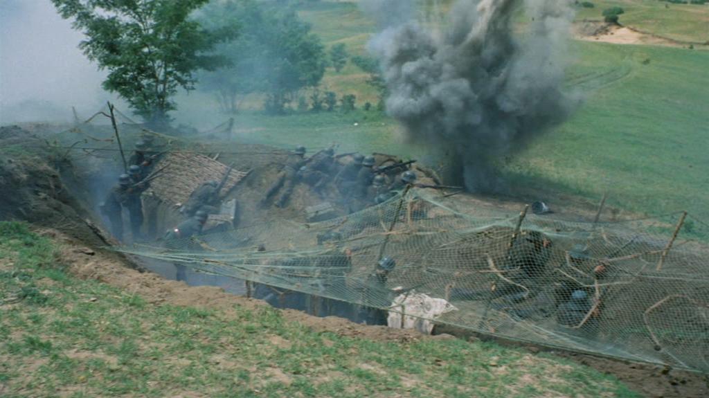 Typisk. Alle andre i filmen har sex. Men hva med oss? Vi blir skutt på av sovjetiske tanks!